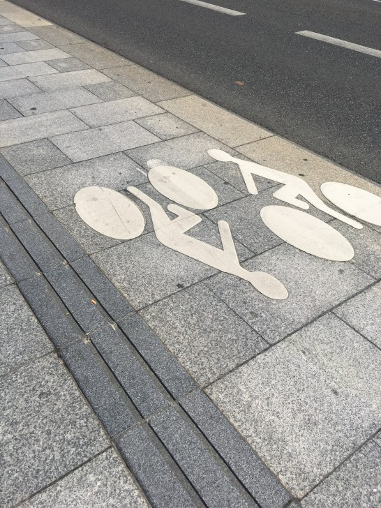 separate lanes for pedestrians and cyclists on the bridge